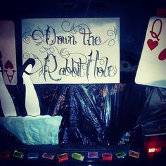 Parenting Tips + Tricks Pin for Later: 55 Thrilling Trunk-or-Treat Ideas Alice in Wonderland Trunk T Halloween 2015, Holidays Halloween, Halloween Treats, Halloween Party, Halloween Decorations, Halloween Goodies, Fall Decorations, Halloween Alice In Wonderland, Wonderland Costumes