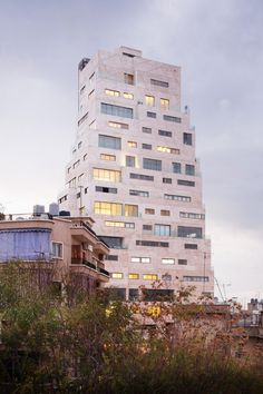 Despite being a modern building, SOA Architectes designed Aya Tower to follow the region's traditional architectural principles. Wooden Skyscraper, Beirut Explosion, Building Facade, Garden Stones, Modern Buildings, Pent House, Terrace, Around The Worlds, Skyline