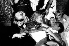 Debbie Harry and Steve Rubell at Studio 54 circa 1980 in New York City. Get premium, high resolution news photos at Getty Images Studio 54 New York, Night Club, Night Life, Studio 54 Fashion, A Little Night Music, Shirley Bassey, Liza Minnelli, Blondie Debbie Harry, Vogue Australia