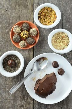 Como fazer brigadeiros alternativos: sem açúcar e sem leite condensado Healthy Baby Food, Healthy Desserts, Sweet Recipes, Vegan Recipes, Good Food, Yummy Food, Light Recipes, Going Vegan, Organic Recipes