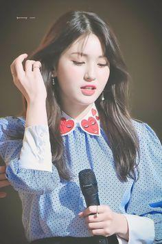 Tongue, straw and other stuff Kpop Girl Groups, Korean Girl Groups, Kpop Girls, Jeon Somi, Korean Beauty Girls, Asian Beauty, Kim Sejeong, Mixed Girls, Ulzzang Fashion