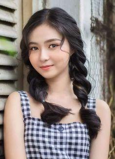 thiếu nữ tóc bím Gorgeous Hair, Beautiful Eyes, Female Portrait, Color Portrait, Aqua Hair, Beautiful Asian Women, Girl Poses, Traditional Outfits, Beauty Women