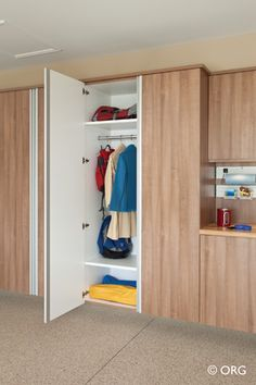 Does the open shelves in your garage look messy no matter what you do? In this article see how you can properly use hanging garage storage cabinets for a clutter free garage. Diy Storage Shelves, Garage Storage Cabinets, Diy Cabinets, Storage Ideas, Door Shelves, Open Shelves, Shelving, Garage Hanging Storage, Overhead Storage
