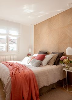 Linen decorations for the home come in a variety of uses. From upholstered furniture to curtains to table cloths and more. Linen creates an organic look. Modern Luxury Bedroom, Contemporary Bedroom, Luxurious Bedrooms, Luxury Duvet Covers, Luxury Bedding Sets, Bilbao, Neutral Bed Linen, Ikea, Bed Linen Design