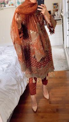 Pakistani Fancy Dresses, Pakistani Fashion Party Wear, Pakistani Wedding Outfits, Pakistani Bridal Wear, Indian Fashion Dresses, Pakistani Dress Design, Indian Outfits, Fancy Dress Design, Stylish Dress Designs