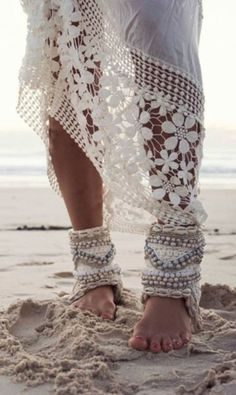 The BoHo Bride Bohemian brides are increasing year to year. These hippie chic brides are expressed their earth loving lace side with a bit of Boho Hippie, Boho Gypsy, Gypsy Style, Hippie Vibes, Hippie Jewelry, Boho Chic, Hippy Chic, Bohemian Mode, Bohemian Style