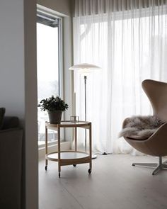 Love that we are heading towards brighter days Im so ready for spring already livingroom scandinaviandesign nordiskehjem stylizimohouse danishdesign Fabric Shades, Lamp Shades, Scandi Living Room, Living Rooms, Hm Home, Interior Styling, Interior Design, Soft Flooring, Lounge Areas