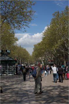 Las Ramblas / La Rambla – Shopping paradise or tourist attraction and hotspot? Barcelona, Spain #Barcelona