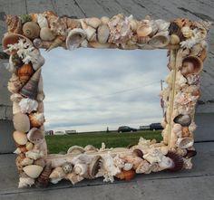 Beach Decor Shell Mirror Wall Hanging LM010 di JJIlluminations