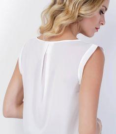 Blusa feminina Manga curta Pregas na frente Marca: A - Collection Tecido : poliéster Composição: 100% poliéster Modelo veste tamanho: P Veja outras opçoes de blusas femininas.