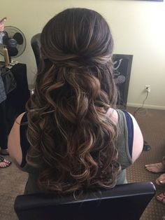 Adorable 80 Beautiful and Adorable Half Up Half Down Wedding Hairstyles Ideas https://oosile.com/80-beautiful-and-adorable-half-up-half-down-wedding-hairstyles-ideas-2710 #weddinghairstyles