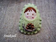 Broche 'mini poupée russe ' Escargot