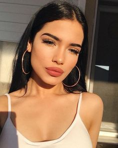 Makeup inspo for woman with fair skin and dark hair. Everyday wearable makeup look for school and work. Natural everyday look with red lip Makeup Goals, Makeup Inspo, Makeup Inspiration, Makeup Tips, Makeup Ideas, Daily Makeup, Makeup Tutorials, Beauty Make Up, Hair Beauty