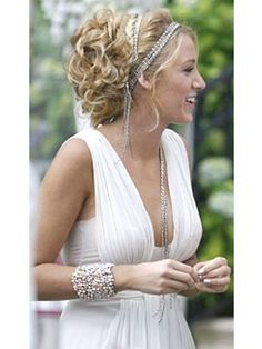 Decided. When I get married one day I'm going to hunt down this dress, with black buttons down the back and a black sash. And I'm going to do this up-do with my hair. Done and done.