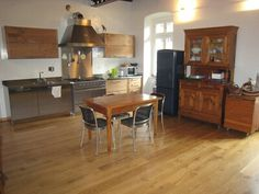 Cucina Elmar con tavolo estraibile, in legno rovere affumicato ...