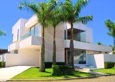 Com alguns lotes disponíveis para construção de novas residências, o Condomínio Jardim Acapulco segue em expansão. Moderna e cheia de estilo, esta residência acaba de ser entregue por seu construtor e ainda conta com o cheirinho de tinta fresca!