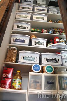 MUST PIN! Simple steps to creating an organized and pretty reach in pantry and taking advantage of every available inch of space, including on the floor, the walls, and the back of the door!