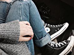 Boyfriend Jeans with Converse Shoes - http://ninjacosmico.com/boyfriend-jeans-vs-mom-jeans/