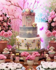 @ rallegrare • • • • • Um jardim lindo para celebrar o aniversário de 1 ano de Maria! 😍 #rallegrareeventos #festa #party #amor #love #mimo… Garden Birthday Cake, Baby Girl Birthday Theme, Baby Birthday Cakes, Flamingo Birthday, Gorgeous Cakes, Amazing Cakes, Dummy Cake, Elegant Birthday Cakes, Quinceanera Cakes