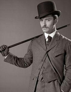 Jude Law as John Watson. Photo by By Claudio Carpi. ☚