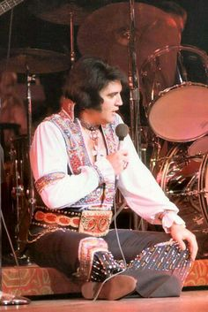 """Elvis Jim Burton Interview: """"JB: He was still the King of Rock 'n' Roll. To the last day, he was in strong voice. He was always great on stage. Even when he gained weight, he was still dynamite, you know."""" elvis.com.au  Br"""