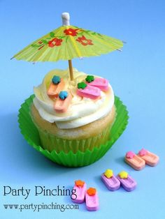 """Cute little cupcake toppers that are so """"flippin"""" easy to make! Free tutorial with pictures on how to make a cake topper in under 40 minutes by cooking, baking, and decorating food with sprinkles, white chocolate, and cocktail umbrellas. How To poste. Deco Cupcake, Cupcake Wars, Cupcake Cookies, Cupcake Toppers, Cupcake Recipes, Dessert Recipes, Yummy Treats, Sweet Treats, Summer Cupcakes"""