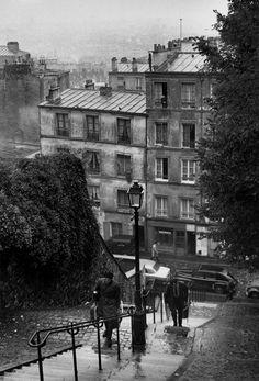 """""""Les escaliers de la Butte sont dures aux miséreux"""" ...  dit la chanson.  Andre Kertesz Montmartre. 1st question I always ask: did you climb the stairs?"""