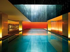 Modern minimalism is shown in the pool design at The Opposite House Hotel in Beijing, China Indoor Pools, Kengo Kuma, Home Interior, Interior Architecture, Asian Architecture, Interior Design, Piscina Do Hotel, Beijing Hotels, Kempinski Hotel