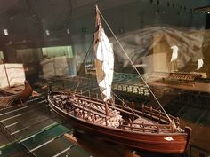 https://en.wikipedia.org/wiki/Kyrenia_ship#/media/File:Kyrenia_Olkas,_4th_century_BC_(model).jpg