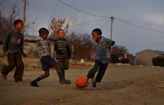 Children play soccer in the street near the Seisa Ramabodu Stadium on 2009 in Bloemfontein, South Africa. South Africa is currently hosting the FIFA Confederations Cup tournament. Soccer Pro, Soccer Drills, Soccer Games, Play Soccer, Soccer Players, Kids Soccer, Soccer Ball, Soccer Photography, Street Photography