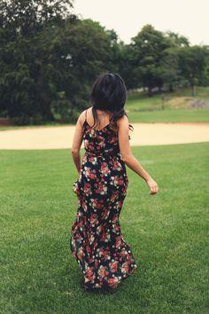 JennifHsieh | #ootd #wiwt Navy Floral Maxi Dress