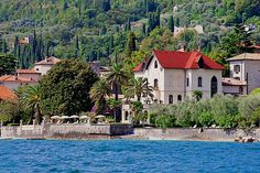 Hotel Villa Giulia - Gargnano ... Garda Lake, Lago di Garda, Gardasee, Lake Garda, Lac de Garde, Gardameer, Gardasøen, Jezioro Garda, Gardské Jezero, אגם גארדה, Озеро Гарда ... Welcome to Hotel Villa Giulia Gargnano. A four-star hotel, Hotel Villa Giulia is enriched by certain features of higher category. The rooms in the Villa and in the chalets are of various sizes and overlook the lake, the park or the garden. All of them are furnished with care, some w