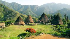 Arquitectos de Indonesia trabajan para preservar y reconstruir las tradicionales chozas cónicas Mbaru Niang