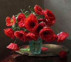 Poppies are pleasing. Diy Flowers, Flower Vases, Flower Art, Beautiful Flowers, Bouquet Flowers, Beautiful Flower Arrangements, Floral Arrangements, Flower Quotes, Arte Floral