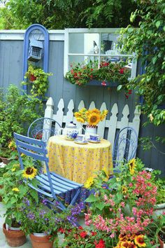 Whimsical garden color and design ideas blue and yellow cottage look