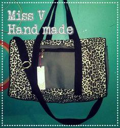 Bolso deportivo animal print con detalles en color oliva Miss V hand made
