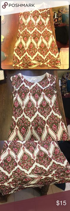 Patterned Dress size 8 Lightly warn patterned dress size 8. Good condition, few frayed strings by armpits that can easily be trimmed. Merona Dresses Midi