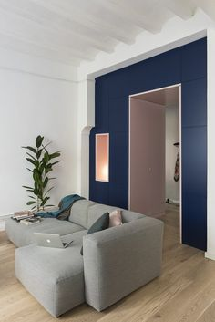〚 Unexpected Barcelona: art deco inspired apartment of a fashion designer sqm) 〛 ◾ Photos ◾Ideas◾ Design Architecture Renovation, Barcelona Apartment, Wardrobe Solutions, Old Apartments, Blue Floor, Blue Cabinets, Guest Bathrooms, Living Room Windows, Piece A Vivre