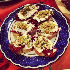 Pomodorini secchi, robiola e granitina di pistacchi
