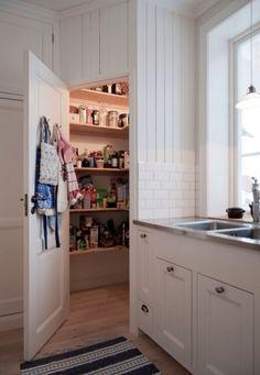 hörnskafferi,platsbyggt skafferi,gå-in-skafferi  kök  Pinterest