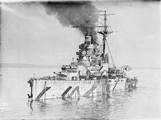 HMS Ramillies (07) - Corazzata classe Revenge - Entrata in servizio1º settembre 1917 - Caratteristiche generali Dislocamento(alla costruzione) 28.000 t (a pieno carico) 31.000 Lunghezza190 m Larghezza31 m Pescaggio8,5 m Propulsione18 caldaie Quattro assi 40.000 Hp Velocità23 nodi  (43 km/h) Autonomia7.000 n.mi. a 16 nodi (13.000 km a 30 km/h) Equipaggio997-1.146 - Motto: Fiel pero deodichado - RadiataFebbraio 1948