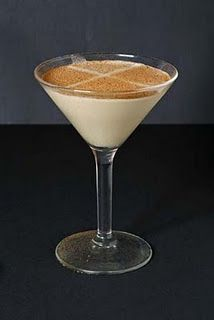 Luscious cocktails: Brandy Alexander pictures Drinking Brandy Alexander cocktails is a favourite pastime in our Chez Luscious, so if you'd like to join in on the fun, here's the recipe. Cocktail Desserts, Dessert Drinks, Cocktail Drinks, Fun Drinks, Yummy Drinks, Cocktail Recipes, Beverages, Mixed Drinks, Drinks Alcohol