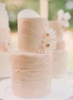 New Cake Art Design Wafer Paper Ideas Elegant Wedding Cakes, Beautiful Wedding Cakes, Wedding Cake Designs, Beautiful Cakes, Amazing Cakes, Sophisticated Wedding, Wafer Paper Flowers, Wafer Paper Cake, Fondant