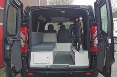 Deze Peugeot Expert is afgeleverd met multifunctioneel interieur. Dit interieur is geschikt voor zowel zakelijke doeleinden als vrijetijdsbesteding.