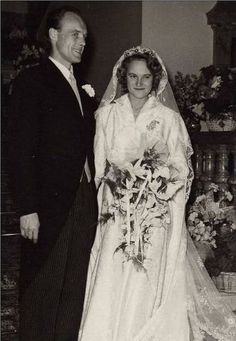 On 5 November 1951, the Princess Marie Gabrielle of Luxembourg, daughter of Grand Duchess Charlotte and Prince Felix of Bourbon-Parma in Colmar Berg married the Count Danish Knud Holstein-Ledreborg . The couple had seven daughters: Monika (1952), Lydia (1955), Veronika (1956), Silvia (1958), Camilla (1959), Tatiana (1961) and Antonia (1962)