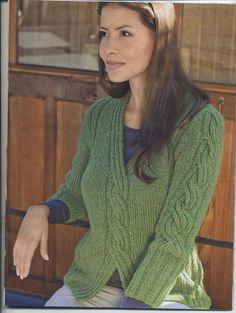 Пуловер с косой и V- образным вырезом