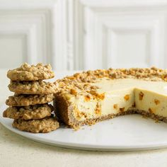 Oatmeal-Butterscotch Cookie Cheesecake - what an absolutely lovely dessert marriage idea. #food #cookies #cheesecake