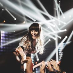 ❤️AITANA ❤️ Millie Bobby Brown, Divas, Cool Lettering, New Girl, Tv Shows, Punk, Concert, Celebrities, People