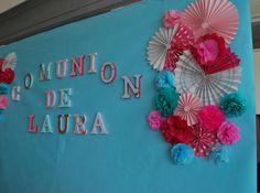Letras forradas de papel y ventiladores y flores de papel seda para el photocall.