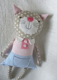 Muñeco de trapo, gatita con camiseta a rayas rosas